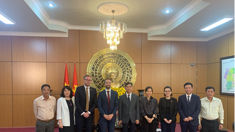 Enterprize Energy Group and representatives of the British Embassy work with leaders of Binh Thuan province
